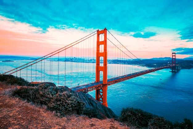 Beroemde golden gate bridge, san francisco, speciale fotografische verwerking.