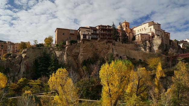 Beroemde hangende huizen van cuenca, spanje.