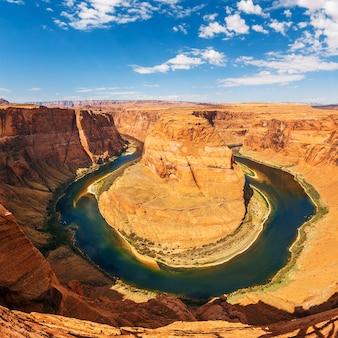 Beroemde horseshoe bend-meander van de colorado-rivier in glen canyon