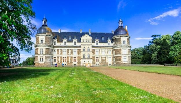 Beroemde kastelen van de loire-vallei, elegante chateau de serrant, monumenten van frankrijk