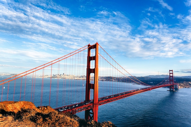 Beroemde mening van golden gate bridge in san francisco, california, usa