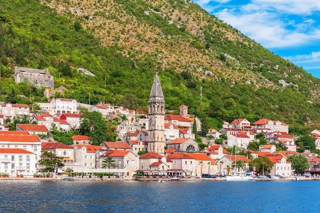Beroemde oude stad perast dichtbij kotor, montenegro.
