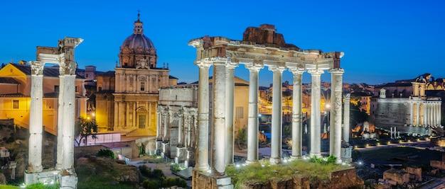 Beroemde ruïnes van forum romanum