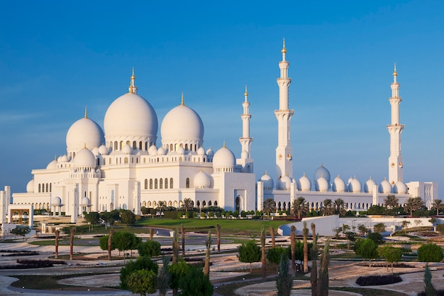 Beroemde sheikh zayed grand mosque, abu dhabi, verenigde arabische emiraten