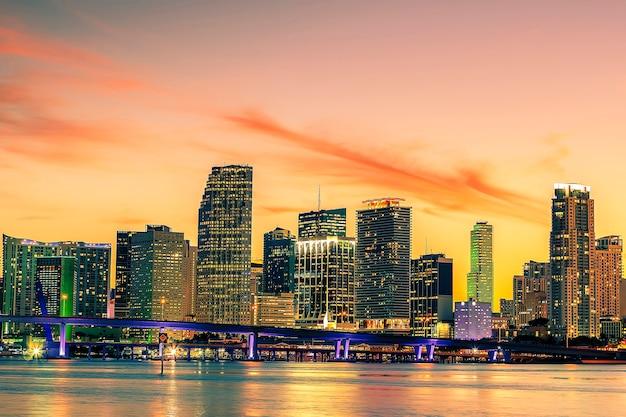 Beroemde stad miami, florida, vs, zomerzonsondergang