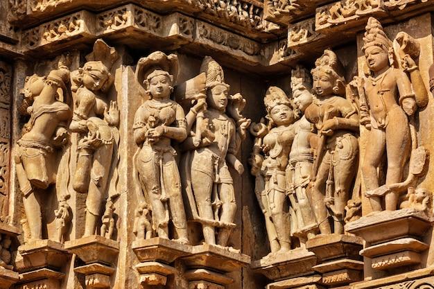 Beroemde steenhouwen sculpturen van khajuraho