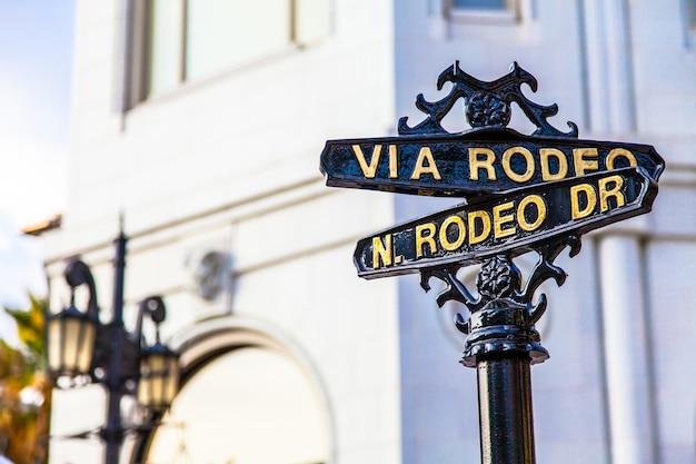Beroemde steetsigh van rodeo dr in los angeles, het luxe blok Premium Foto