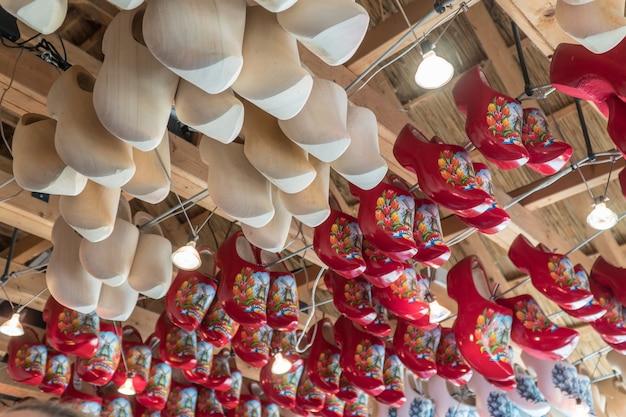 Beroemde traditionele nederlandse houten klompen