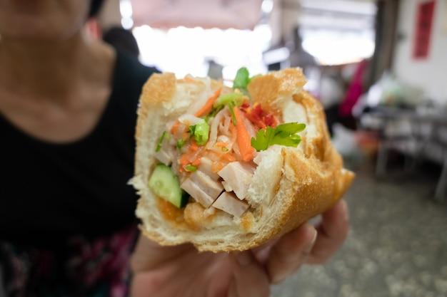 Beroemde vietnamese sandwich in een restaurant in taiwan