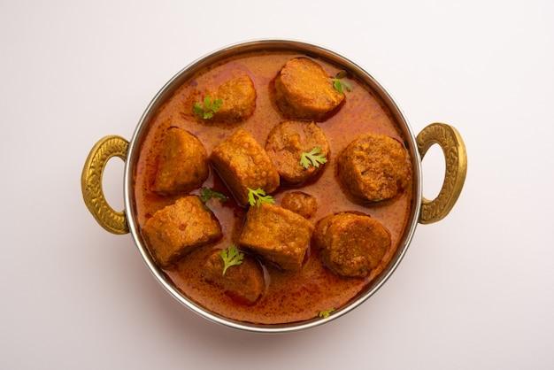Besan gatte ki sabzi of gatta curry recept, populair rajasthani-menu voor lunch of diner