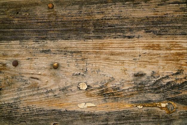 Beschadigde hout met nagels