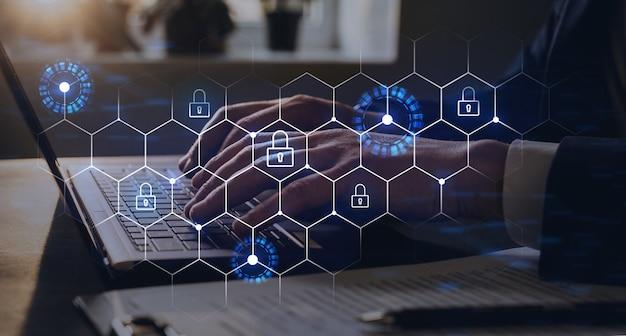 Bescherm een cyberbeveiliging tegen hackeraanvallen en bewaar vertrouwelijke gegevens