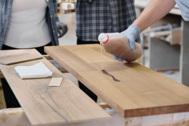 Beschermende handschoenen inleveren met beschermende beschermhoes voor hout