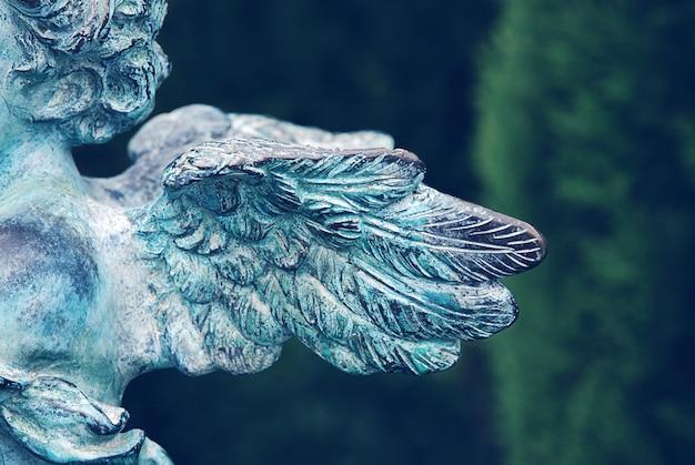 Beschermengelvleugels op oude begraafplaats