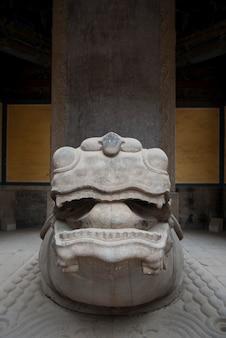 Beschermerstandbeeld bij de tempel van confucius, peking, china
