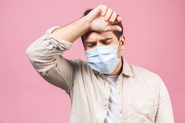 Bescherming tegen besmettelijke ziekte, coronavirus. man met hygiënisch masker om infectie, luchtwegaandoeningen zoals griep, 2019-ncov te voorkomen. geïsoleerd.