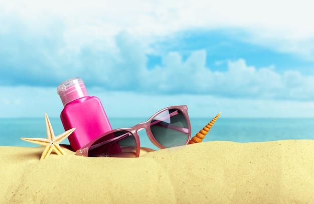 Bescherming tegen de zon ingesteld op het strand