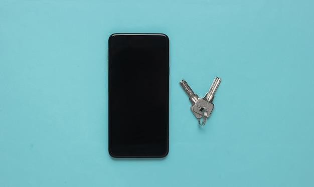 Bescherming van de persoonlijke gegevens van uw smartphones smartphone met toetsen op blauwe pastel achtergrond