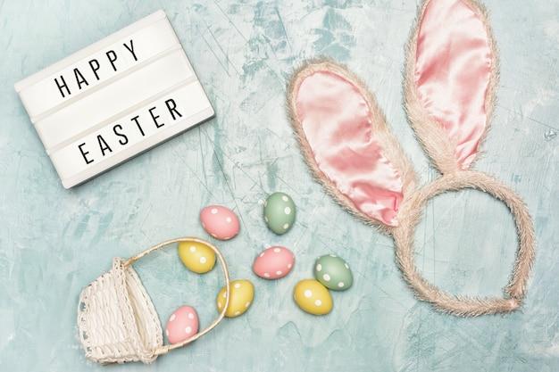 Beschilderde eieren, mand, bunny oren en lightbox