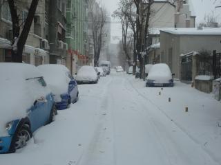 Besneeuwde straat stedelijke