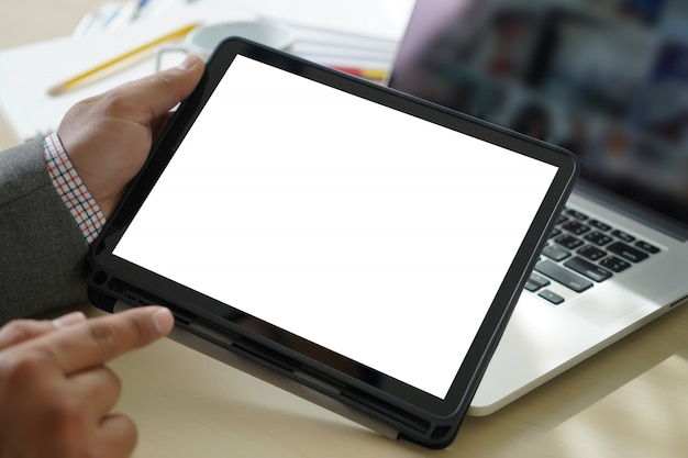 Bespotten digitale tabletcomputer met geïsoleerd scherm Premium Foto