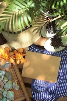 Bespotten met notitieboekje, slippers en hoed - toeristisch concept buiten de zomer