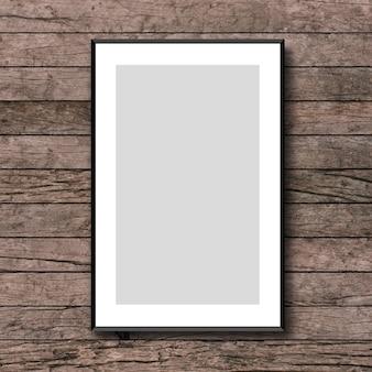 Bespotten omhoog wit afficheframe op uitstekende bruine houten timmerwerk achtergrondtextuur