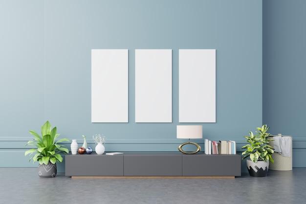 Bespotten posterframes op kast in interieur donker blauwe muur