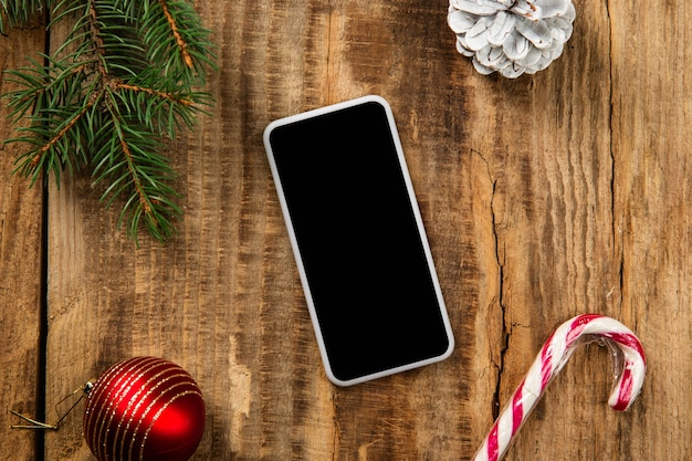 Bespotten van leeg leeg scherm van smartphone op houten tafel