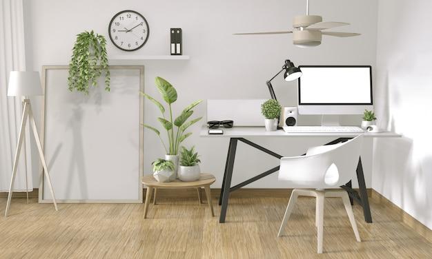 Bespotten van postercomputer in zen-stijl kantoor en decoratie op bovenste tafelbureau