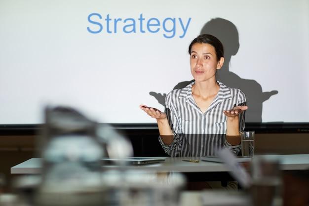 Bespreken van strategie voor het bereiken van doel tijdens bijeenkomst