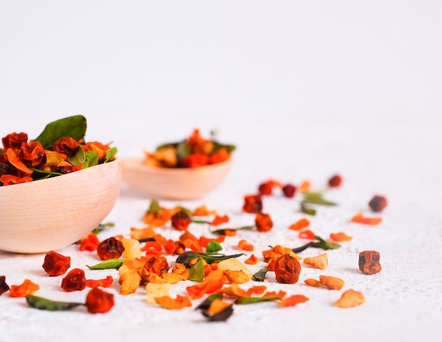 Bessenfruitdrank. rode bosbes, duindoorn, cranberry, bosbessenblad, super food. herstel na ziekte, virus.
