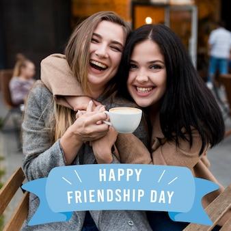 Beste vrienden die vriendschapsdag samen vieren