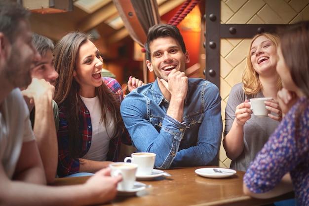 Beste vrienden in de coffeeshop
