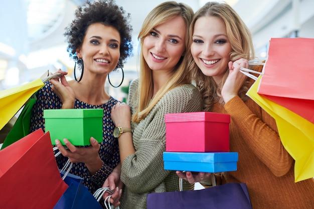 Beste vrienden na heel veel winkelen