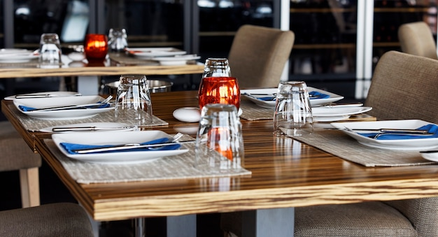Bestek en instelling bij restaurant