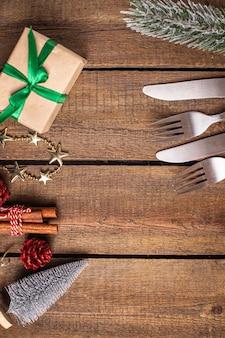 Bestek feestelijke tafel setting kerst vork mes nieuwjaar maaltijd op tafel kopieer ruimte eten