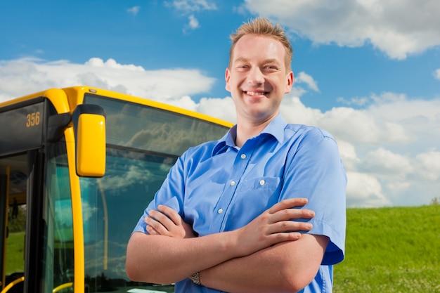 Bestuurder voor zijn bus