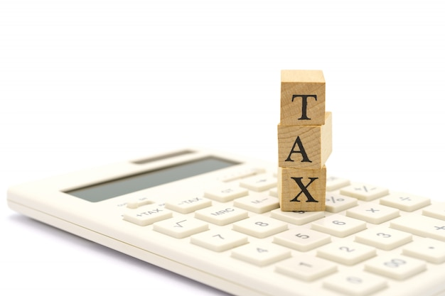 Betaal jaarinkomen (belasting) voor het jaar op rekenmachine.