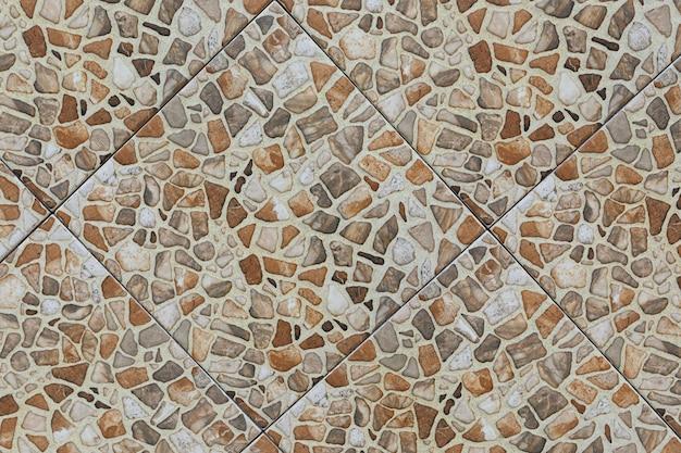 Betegelde vloerclose-up met mozaïekpatroon.