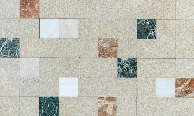 Beton en stenen muur met vierkante tegels als samenvatting