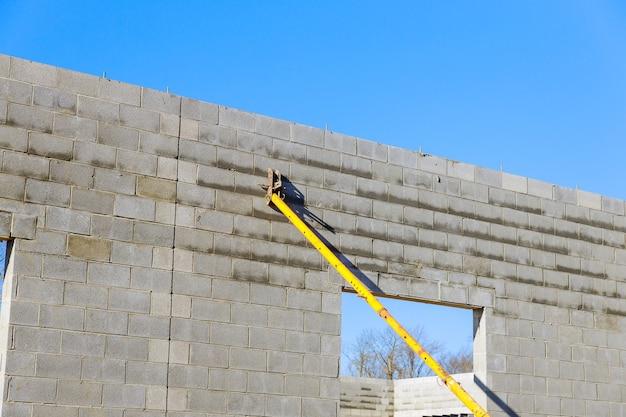 Betonblok, grondstof voor industriële wand die de wanden ondersteunt met betonblokken