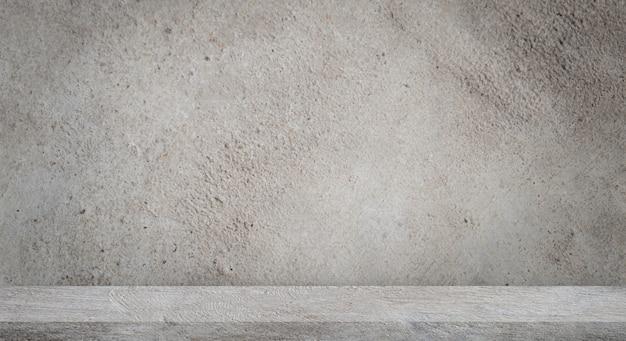 Betonnen vloer met lege grijze betonnen muur.