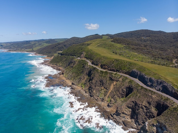 Betoverend landschap van een prachtig strand met blauwe lucht in hong kong