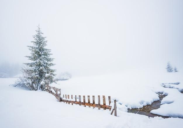 Betoverend winter schilderachtig landschap