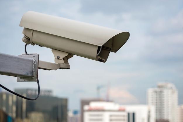Beveiligingscamera en stedelijke video (cctv) bij het bouwen