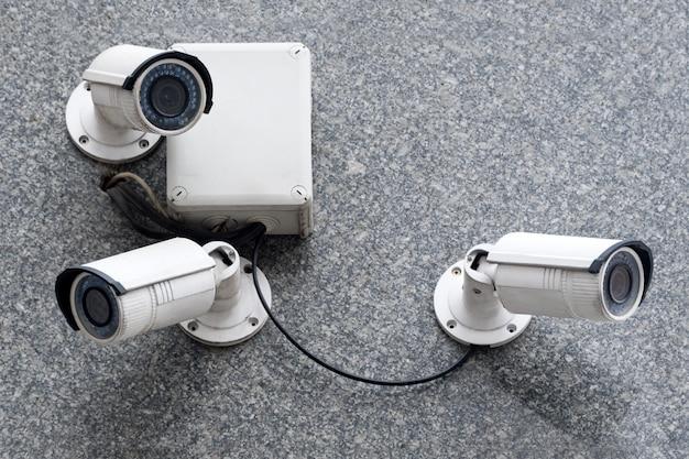 Beveiligingscamera's op modern gebouw