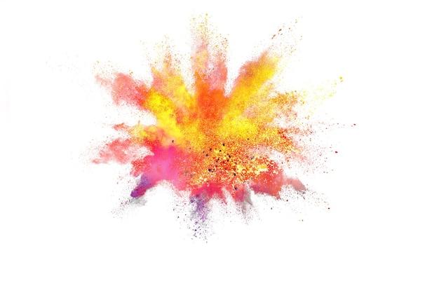 Bevriezen beweging van kleur poeder exploderen op witte achtergrond.