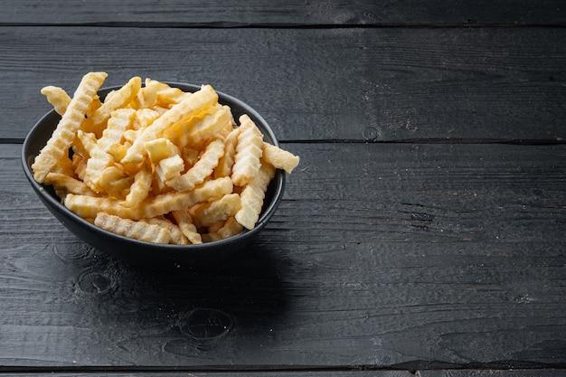 Bevroren frietjes set, op zwarte houten tafel