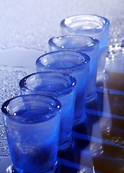 Bevroren glazen met koude alocholdrank